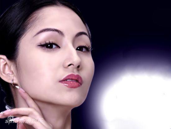正文    新浪娱乐讯 近日,性感女星蓝燕 (微博) 为韩国某一线护肤品牌图片