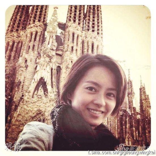 梁咏琪今年3月前往西班牙旅行,相信此行结下情缘。