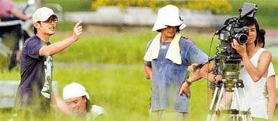 周杰伦自导自演新片《天台》日前开拍,在台南虎头埤风景区取景。