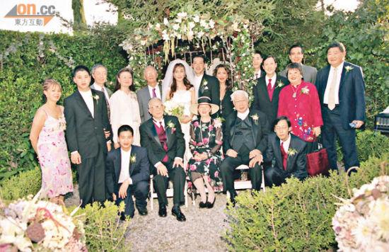 张天爱与罗素当年举行婚礼,亲友到贺
