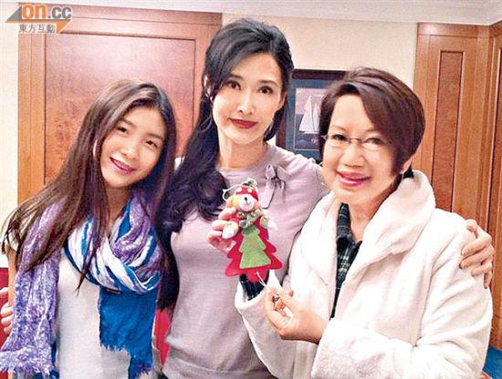 叶玉卿表示这次回香港拍戏是为了母亲
