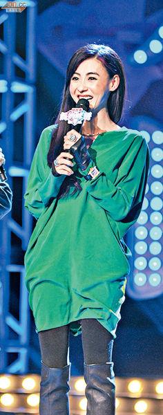 张柏芝前晚(12月23日)亮相上海电视节目,透露有子万事足的生活趣事
