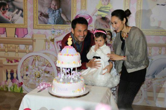 郭可盈、林文龙和女儿温馨全家福