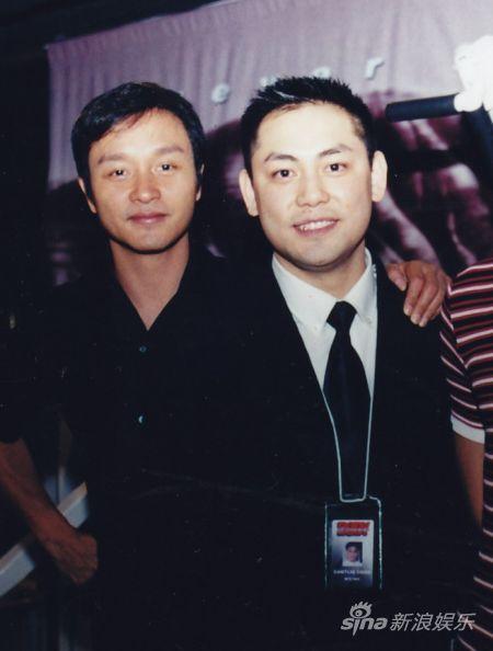 2002年,哥哥私人健身教练陈旭达创业,开设首间建身中心,张国荣亲临剪彩。