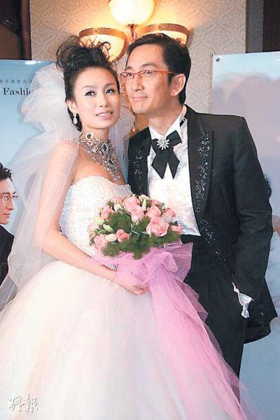吴启华跟石洋子于2007年结为夫妇。