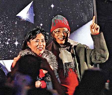 李连杰七岁女儿与刘德华跳拉丁舞艺精湛(组图)