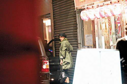 组图:刘嘉玲驾男友车夜泡中环停车向人求救