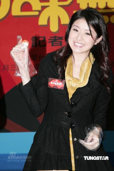 组图:徐淑敏出席美食活动 可爱秀厨艺喂饱观众