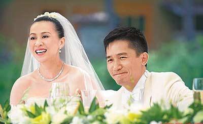 组图:梁朝伟刘嘉玲不丹完婚2500万钻戒订盟誓