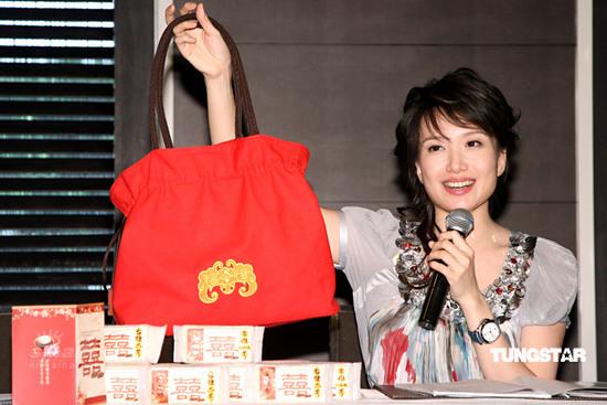 图文:郭台铭曾馨莹订婚宴--伴手礼送台湾米