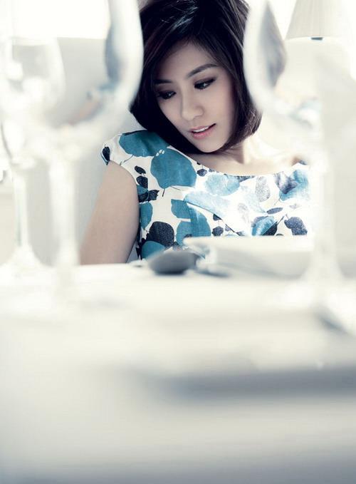 组图:贾静雯时尚造型写真妩媚娇柔风情万种