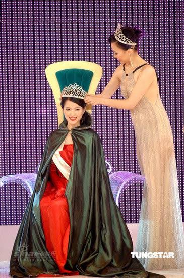 组图:09中华小姐竞选揭晓苟芸慧摘得后冠