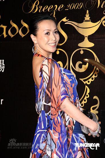 组图:刘嘉玲出席奢华派对坦言生子已有规划