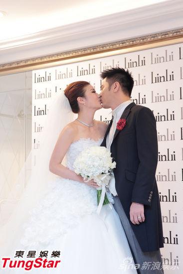 宋新妮与老公接吻