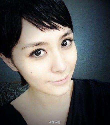 钟欣桐秀短发造型 变清秀假小子