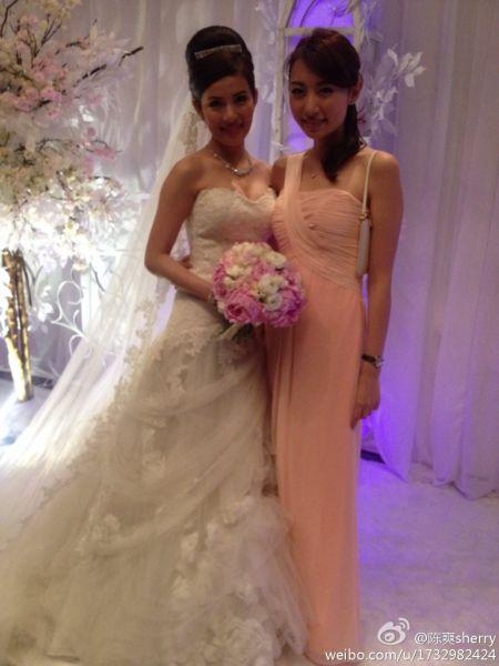 新娘婚纱拖地