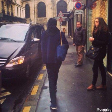 王菲巴黎街头压马路
