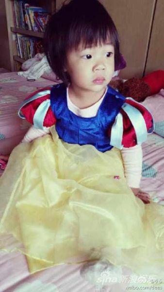 小S三女儿穿白雪公主裙