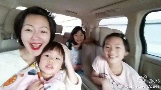 小S带三个女儿赴上海