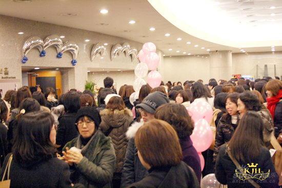 金正勋韩国举行庆生会六百名亚洲粉丝同庆(图)