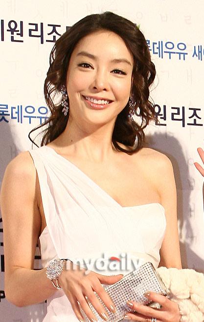 韩警方发出红色通缉令要求日本遣返张紫妍老板