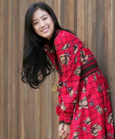 韩娱每周一星:微笑女王郑丽苑散发成熟知性美
