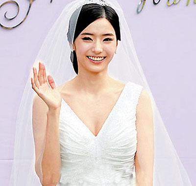 韩娱每周一星:韩彩英-芭比女神的快意人生
