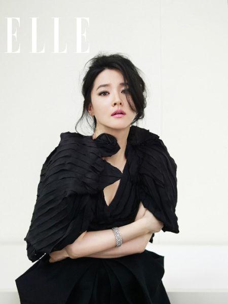 李英爱黑装优雅