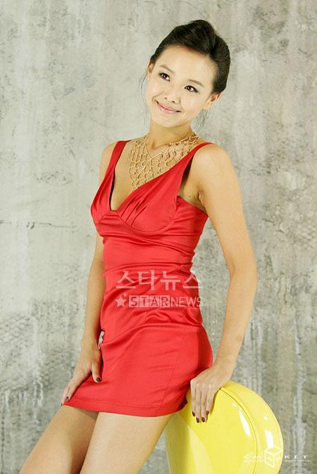 组图:韩星李洁妮热拍性感写真超短裙低胸爆乳