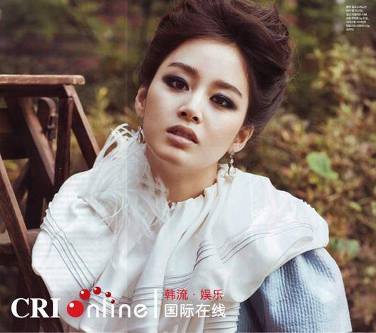 组图:金泰熙最新烟熏妆写真美丽熟女妙曼身姿