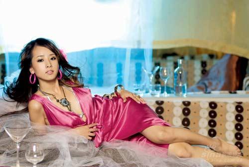 韩星SARA穿金色内衣熟女气质风情万种(组图)