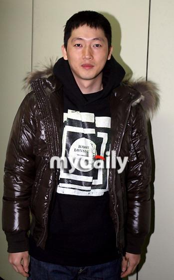 07韩娱圈星事关键字--兵役:张佑赫剃发入伍