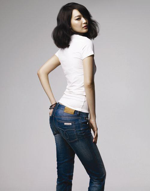 组图:申敏儿代言仔裤拍写真露蛮腰秀性感曲线