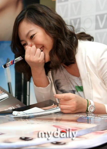 组图:韩女星申爱亮相宣传心宽体胖身材发福