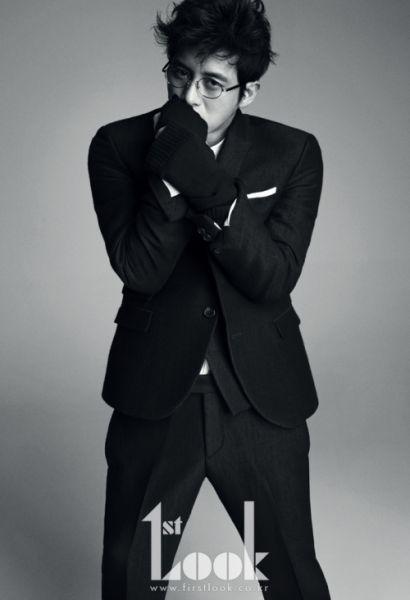 韩星高修拍时尚杂志写真 黑白照魅力成熟(组图)