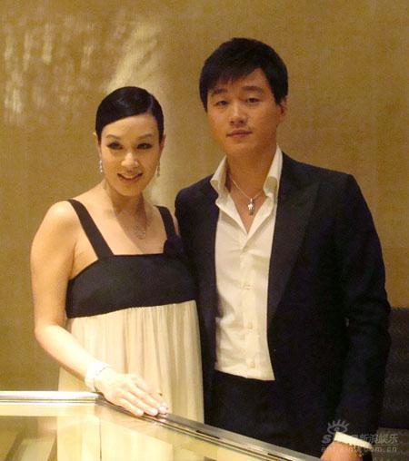 佟大为出席珠宝品牌秀年轻熟男显贵族气质(图)