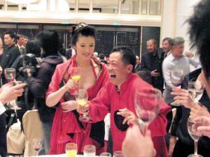 王志文婚宴上面红耳赤频频大笑酒店包50个房间