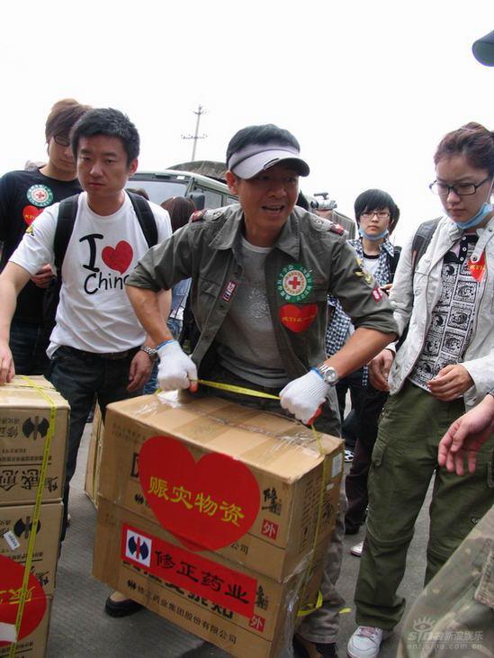 主持人梁永斌:灾区归来那里的人民教育我坚强