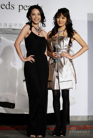 组图:孔维官恩娜压轴珠宝秀与黑珍珠交相辉映