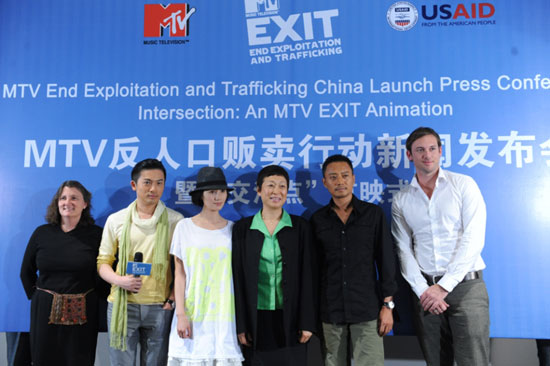 袁泉出席反贩卖人口活动呼吁女性自我保护(图)