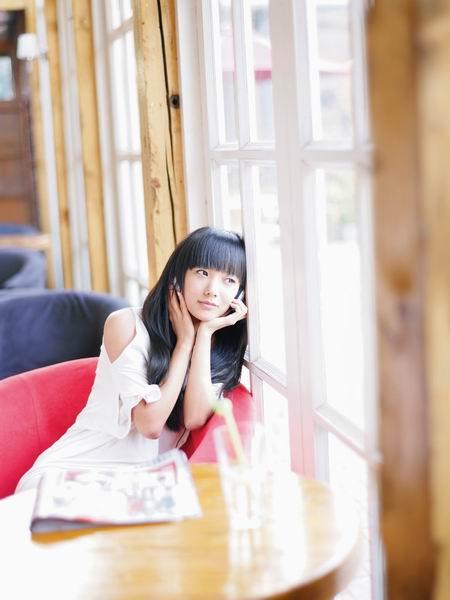 王珞丹登杂志拍时尚大片传授健康美丽秘诀(图)