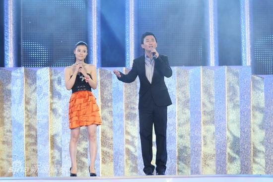 详讯:华谊众星歌声串烧男女搭配演绎情侣对唱