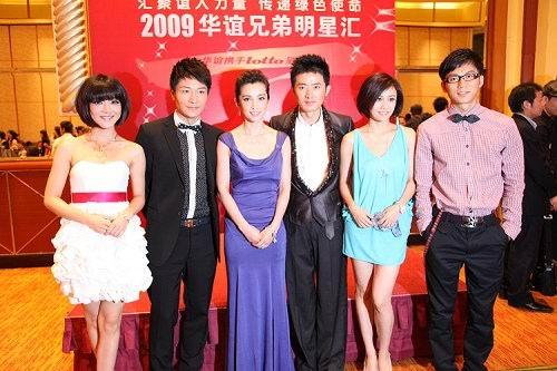 刘芸湖蓝裙亮相华谊双年会环保从点滴做起(图)