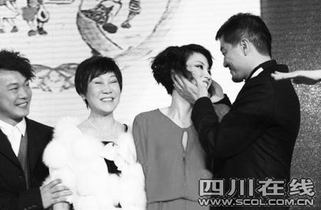 李亚鹏热吻王菲神秘人拍520万项链赠刘嘉玲