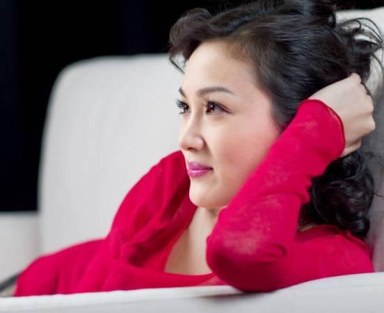 李艳冰冬日写真时尚寒冬红色激情