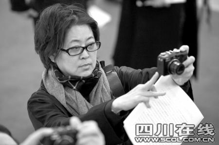 """倪萍""""实话实说""""引争议参政议政能力被质疑"""