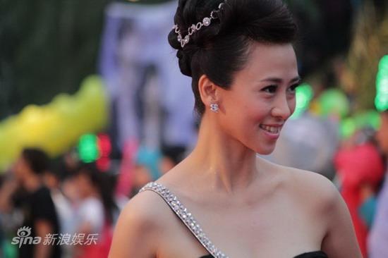 必赢亚洲客户端短裙巨万钻秀性感美肩无创干参奖品没拥有拥有不满