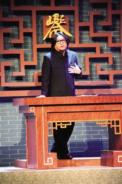 去年12月,从看守所出来后的高晓松在中国梦践行者致敬盛典上现身说法,给孩子们讲有关法律和自由的问题。图/CFP