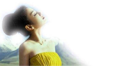 近日,黄奕受某时尚杂志邀请,在可可西里拍摄了一组梦幻大片