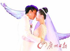贾乃亮李小璐婚礼上甜蜜拥吻